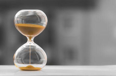 Como funciona a tolerância de atraso no controle de ponto digital?